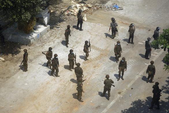 Myanmar yêu cầu Ấn Độ vì quan hệ hữu nghị hãy bàn giao cảnh sát vượt biên - Ảnh 1.