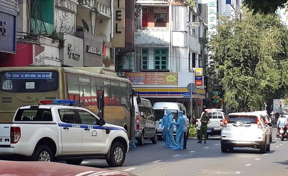 Phát hiện 35 người Trung Quốc nghi nhập cảnh trái phép, phong tỏa khách sạn ở quận 1 - Ảnh 1.