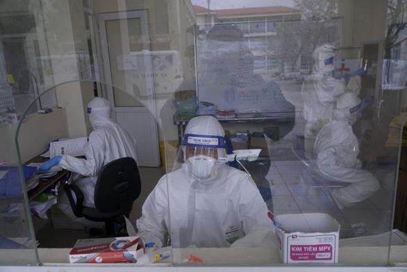 1 nhân viên y tế Hải Dương dương tính COVID-19, phong tỏa 400 hộ dân liên quan - Ảnh 1.