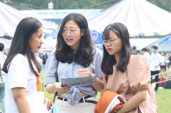 Tuyển sinh 2021: Đại học bắt đầu tuyển bằng học bạ - Ảnh 1.
