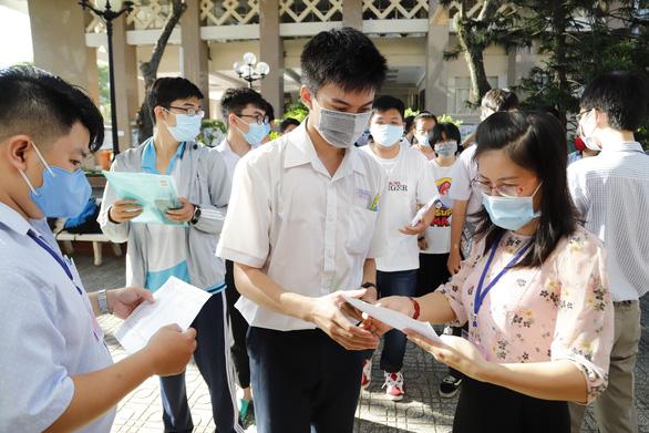 Gần 74.000 thí sinh đăng ký thi đánh giá năng lực ĐH Quốc gia TP.HCM - Ảnh 1.