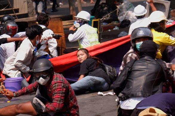 Đài Myanmar công bố việc khai quật và nói cảnh sát không bắn chết cô gái 19 tuổi biểu tình - Ảnh 1.