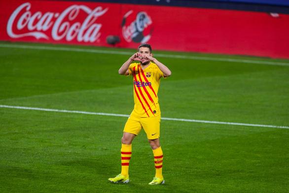 Messi với 2 pha kiến tạo giúp Barca áp sát ngôi đầu - Ảnh 2.