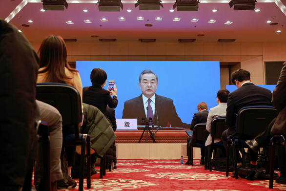 Bắc Kinh đòi đưa vắc xin nhà làm tiêm cho người Trung Quốc ở nước ngoài - Ảnh 1.