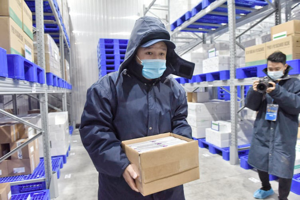 Tiêm vắc xin COVID-19 ở TP.HCM, Hà Nội và Hải Dương: Sau tiêm 30 phút đã trở lại làm việc - Ảnh 10.