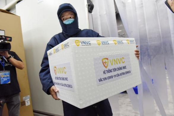 Tiêm vắc xin COVID-19 ở TP.HCM, Hà Nội và Hải Dương: Sau tiêm 30 phút đã trở lại làm việc - Ảnh 11.