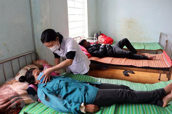 Cả làng ở Kon Tum có 3 người chết, 21 người nhập viện với cùng triệu chứng - Ảnh 1.