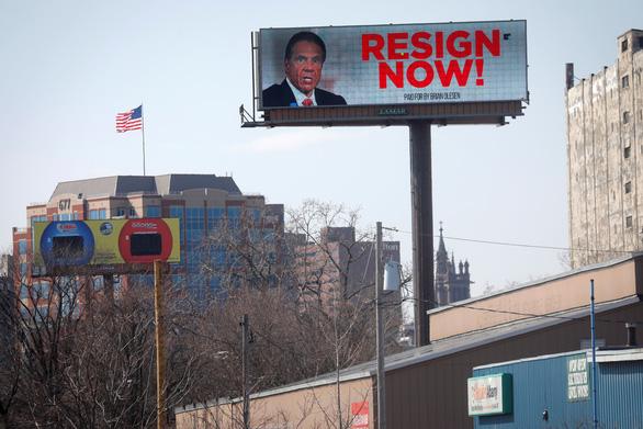 5 cựu nhân viên cáo buộc quấy rối tình dục, thống đốc New York quyết không từ chức - Ảnh 1.
