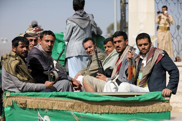 Lực lượng Huthi tấn công 'trái tim' dầu mỏ của Saudi Arabia - Ảnh 1.