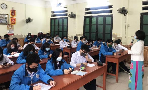 Học sinh Hải Phòng phấn khởi trong ngày trở lại trường - Ảnh 3.