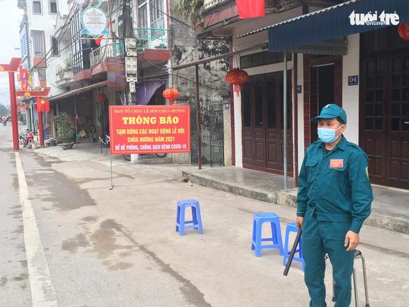 Hà Nội cho phép chùa Hương, phố đi bộ đón khách trở lại - Ảnh 1.