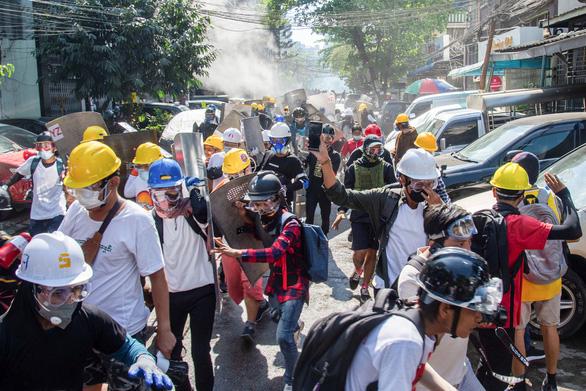 Quân đội Myanmar chiếm giữ bệnh viện và khuôn viên đại học - Ảnh 1.