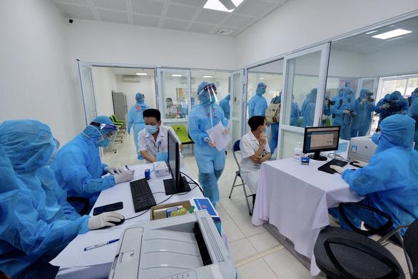 Tiêm vắc xin COVID-19 ở TP.HCM, Hà Nội và Hải Dương: Sau tiêm 30 phút đã trở lại làm việc - Ảnh 20.