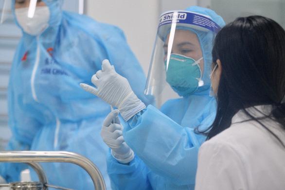 Tiêm vắc xin COVID-19 ở TP.HCM, Hà Nội và Hải Dương: Sau tiêm 30 phút đã trở lại làm việc - Ảnh 23.