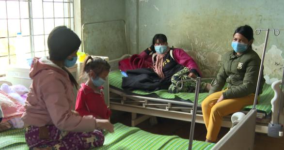 Cả làng nhiều người bệnh cùng triệu chứng, 2 người chết: Vẫn chưa biết bị nhiễm độc gì - Ảnh 1.