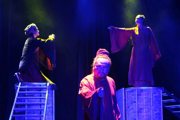 Thành Thăng Long thuở ấy: Phận đàn bà trên bàn cờ thế cuộc - Ảnh 4.