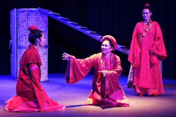 Thành Thăng Long thuở ấy: Phận đàn bà trên bàn cờ thế cuộc - Ảnh 3.