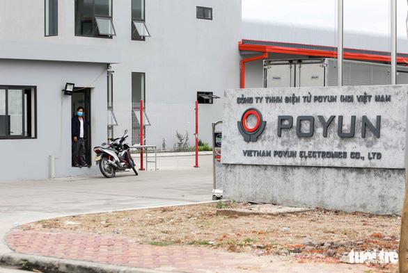 Xét nghiệm COVID-19 toàn bộ công nhân công ty POYUN trước khi trở lại làm việc - Ảnh 1.
