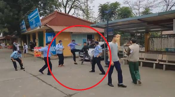 Nhóm bảo vệ bệnh viện và dân 'đại chiến' trong bệnh viện