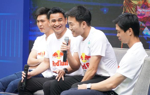 Hoàng Anh Gia Lai tuyển chọn tài năng bóng đá từ trẻ em đường phố - Ảnh 2.