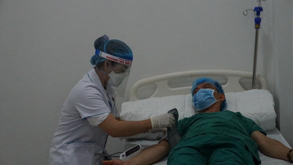 Gia Lai tiêm vắc xin COVID-19 cho nhân viên tuyến đầu chống dịch - Ảnh 5.