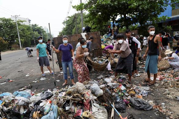Reuters: Chính quyền quân sự Myanmar yêu cầu cắt mạng băng thông rộng - Ảnh 1.