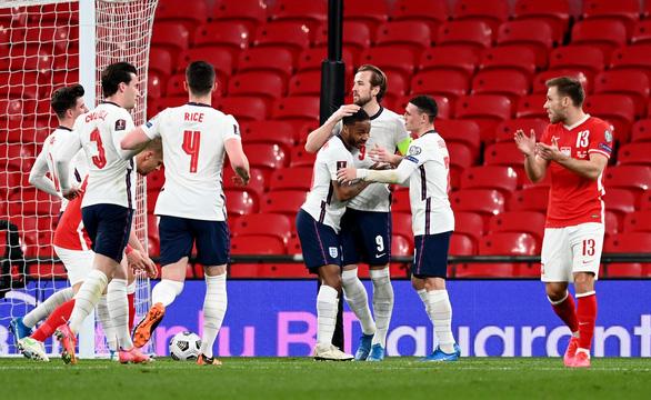Maguire bắt vôlê ghi bàn, Anh thắng chật vật Ba Lan - Ảnh 1.