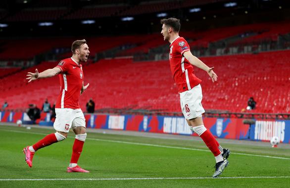 Maguire bắt vôlê ghi bàn, Anh thắng chật vật Ba Lan - Ảnh 2.