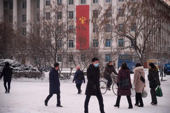 Nga: Điều kiện sống tại Bình Nhưỡng ngày càng khó khăn vì lệnh cấm COVID-19 - Ảnh 1.