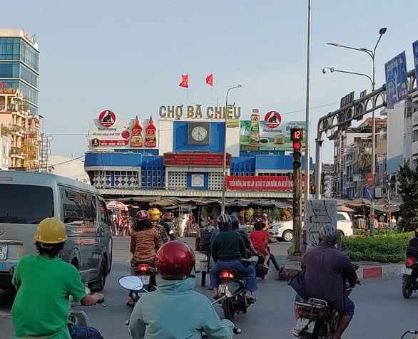 Sài Gòn bao dung - TP.HCM nghĩa tình: Chịu chơi bán thiếu - Ảnh 1.