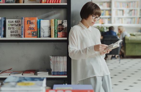 Giới trẻ đọc sách in và sách online khác ra sao? - Ảnh 1.