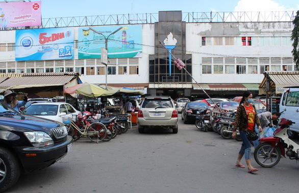 Campuchia giới nghiêm vào ban đêm để chống COVID-19 - Ảnh 1.