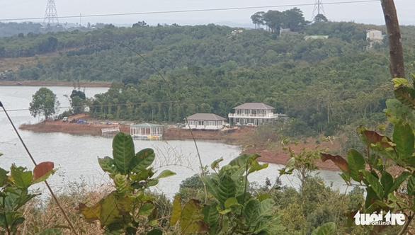 Vụ phá rừng phòng hộ xây khu nghỉ dưỡng ở Đắk Nông: Huyện hứa làm quyết liệt - Ảnh 1.
