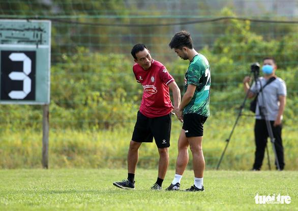 Lee Nguyễn bỏ ngỏ khả năng thi đấu trận TP.HCM gặp Bình Định - Ảnh 3.