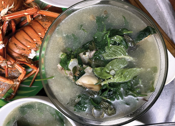 Rau rừng Cù Lao Chàm, nấu cua ăn cạn nồi cơm - Ảnh 3.