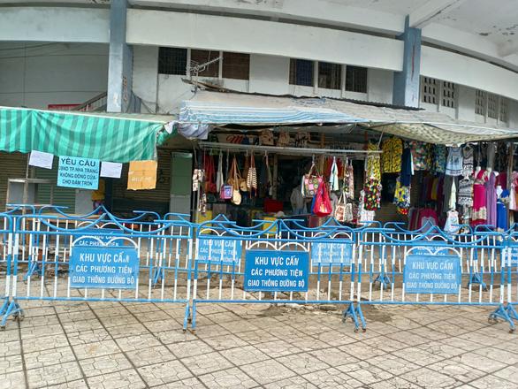 Lùi thời điểm đóng cửa chợ Đầm cũ Nha Trang đến 18-4 - Ảnh 2.