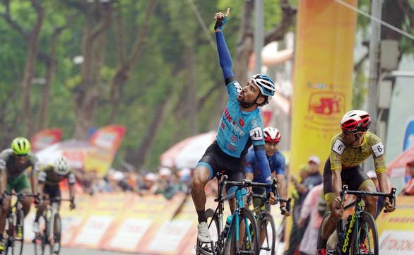 Cựu tuyển thủ U23 Pháp tỏa sáng vòng đua hồ Hoàn Kiếm - Ảnh 2.