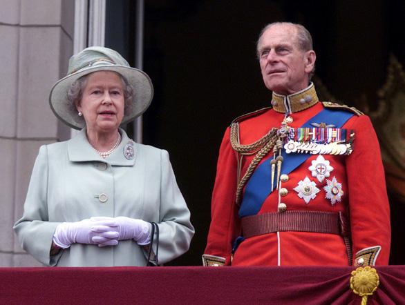 Chủ tịch nước Nguyễn Xuân Phúc gửi điện chia buồn đến Nữ hoàng Anh Elizabeth II - Ảnh 1.