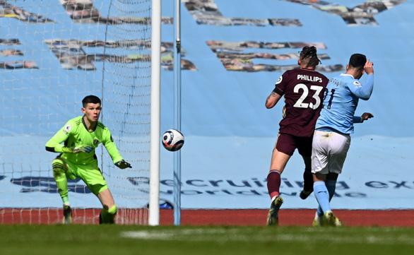 Man City thua sốc trước 10 người Leeds - Ảnh 3.