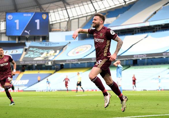 Man City thua sốc trước 10 người Leeds - Ảnh 4.