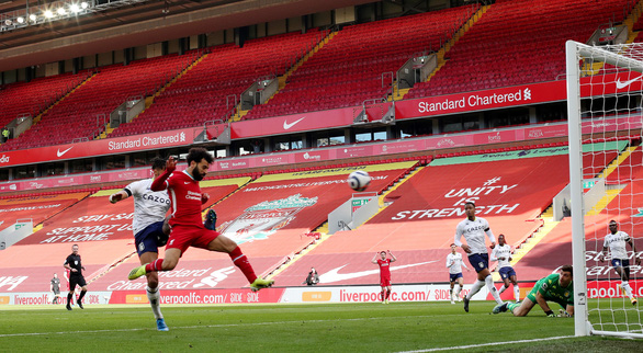 Thắng nghẹt thở Aston Villa, Liverpool vào top 4 - Ảnh 3.