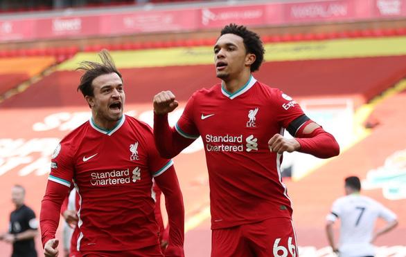Thắng nghẹt thở Aston Villa, Liverpool vào top 4 - Ảnh 4.
