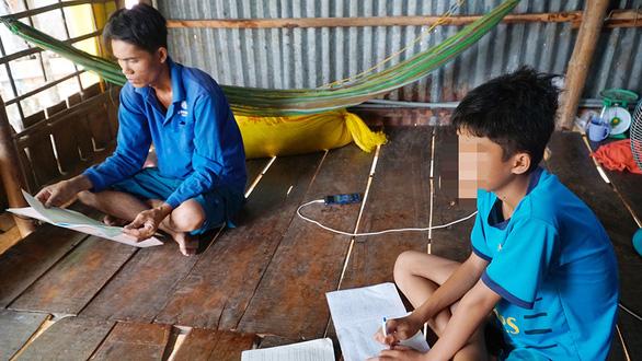 Vụ học sinh lớp 6 không đọc được chữ: Phân công giáo viên kèm học sinh yếu kém - Ảnh 1.