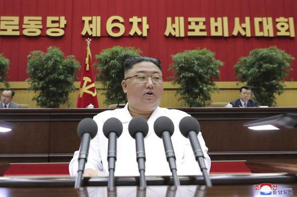 Ông Kim Jong Un kêu gọi 'trường chinh gian khổ' chống khó khăn kinh tế - Ảnh 1.