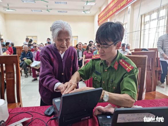 Công an TP Hà Nội đổi địa điểm cấp căn cước công dân gắn chip - Ảnh 1.