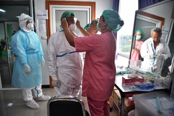 Số ca mắc COVID-19 tăng đáng ngại ở Thái Lan, Campuchia - Ảnh 1.