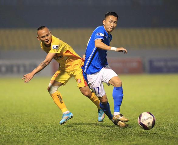 CLB Than Quảng Ninh chi 4,5 tỉ đồng trả lương cho cầu thủ, không bỏ trận đấu với Hà Nội - Ảnh 1.