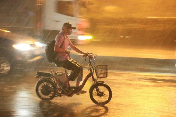 Mùa mưa cận kề, miền Nam vẫn nắng, hạn mặn chưa dứt - Ảnh 1.