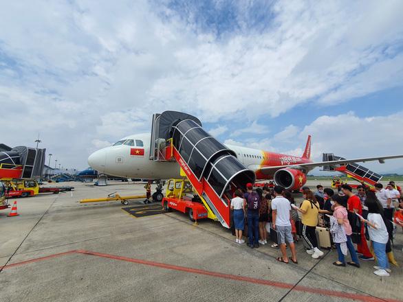 Cháy vé máy bay giá rẻ dịp lễ 30-4 và 1-5 - Ảnh 1.