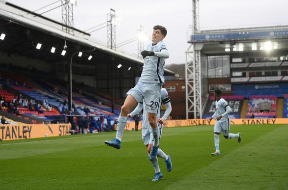 Đại thắng Crystal Palace, Chelsea lại vượt mặt Liverpool - Ảnh 1.